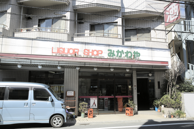 Liquor shop Mikawaya